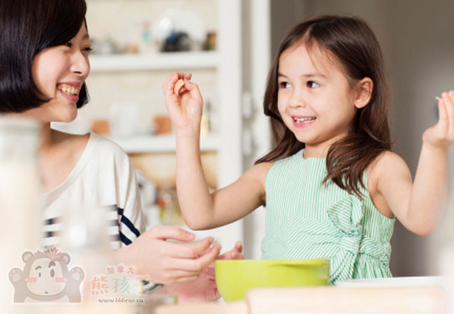 孩子的行为与父母的榜样息息相关,潜移默化的教学是关键