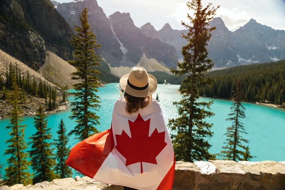 文凭和绿卡一起拿,高中学历即可申请的加拿大留学移民